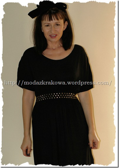 I bought this black dress  in Cubus . I like it for the cut that is similar to the dress S J Parker from the movie SATC 2